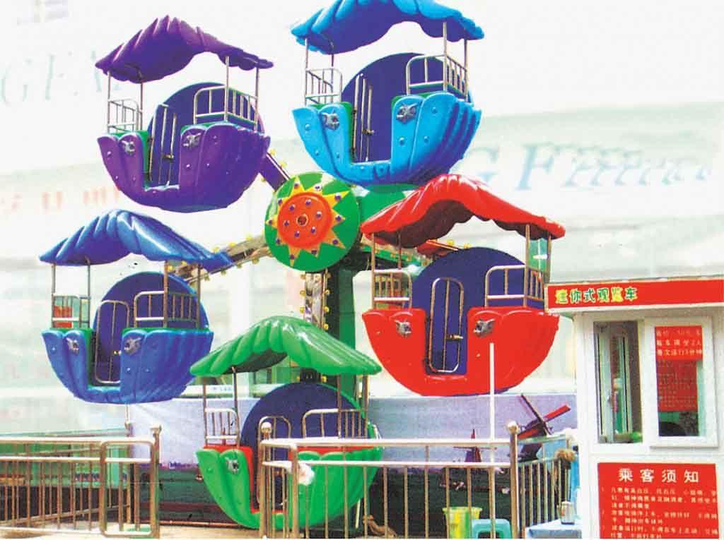 beautiful-small-ferris-wheel-ride-in-fairground