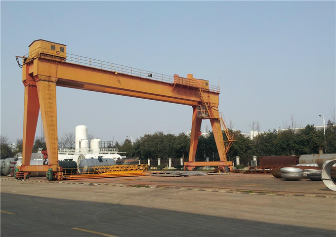 The double-girder gantry crane of 20 tons for sale